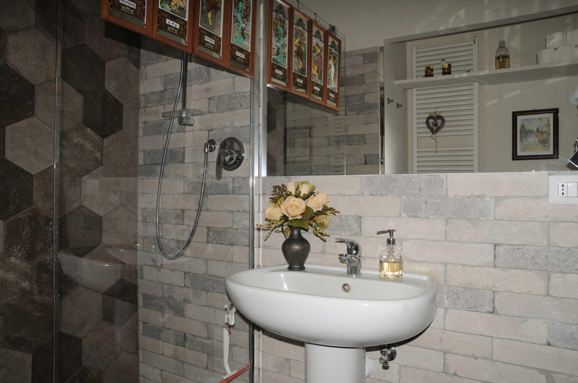 Casacrivello camera piccola bagno casa crivello for 2 bagni piccola casa